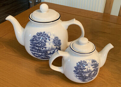 Set Of Two Vintage Royal Victoria Pottery Wade Teapots • 20£