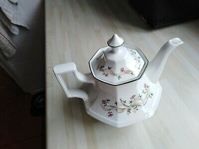 Eternal Beau Tea Pot • 8£