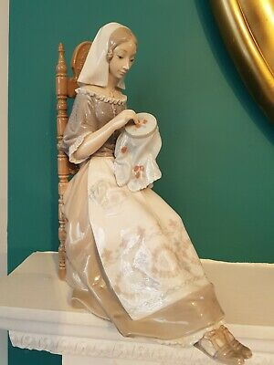 Lladro 4865 Insular Embroideress Sewing Tapestry Lady • 80£