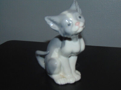 LLADRO  Feed Me   Cat Kitten  5113  1981. Excellent. • 20£