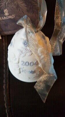 Lladro Christmas Bell. Boxed. 2004 • 16£