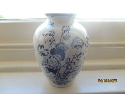 Spode Clifton Blue & White Vase Height 8 Inches • 4.20£