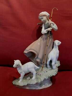 Absolutely Stunning Lladro Figurine Entitled Country Life 6964 Girl With Lambs • 14.50£