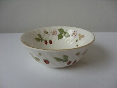 Wedgwood Wild Strawberry Pattern Fluted Small Sugar Bowl • 8£