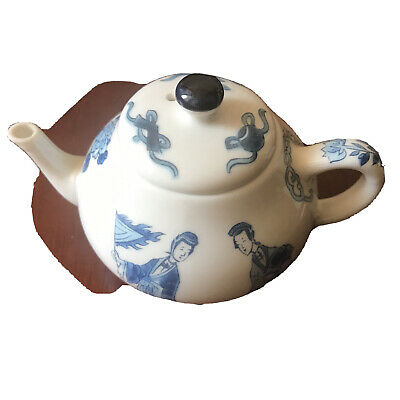 Kangxi Miniature Fine Porcelain Teapot. Victoria And Albert Museum Franklin Mint • 2.50£