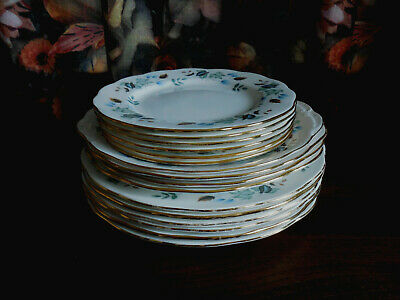 SIXTEEN.VARIOUS  COLCLOUGH LINDEN PATTERN PLATES.Pre Owned. • 20£