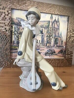 Nao (by Lladro) Jester/Clown With Mandolin • 4.70£