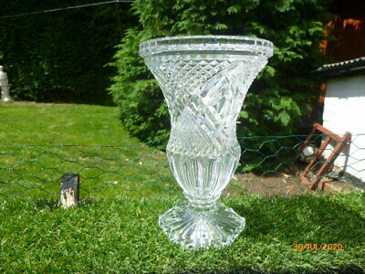 Stunning : Heavy * Cut Glass Crystal Footed Vase : Beautiful Condition • 1.99£