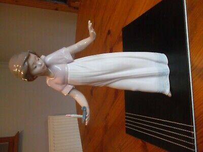 Nao By Lladro. Figurine. To Light The Way. Girl With Candle. 1703 • 4.70£