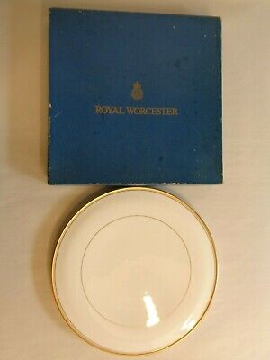 Royal Worcester 'Viceroy' Cake Plate / Cheese Plate • 28£