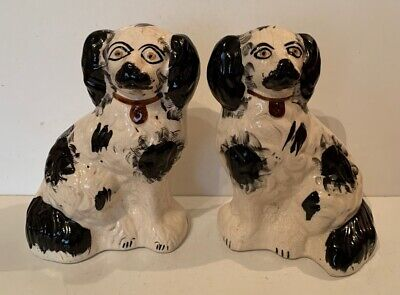 Antique Pair Of Mantle Dogs • 58£