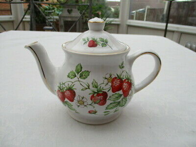Sadler Strawberry Small Teapot Very Good Condition • 6.99£