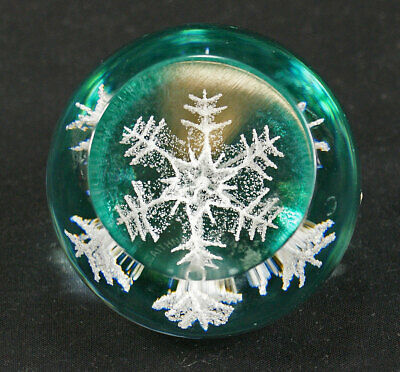 Caithness Snowflake Paperweight 2002 • 12.99£