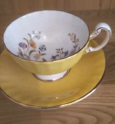 Aynsley Fine English Bone China Yellow Cup And Saucer - Butterflies/flowers • 22£
