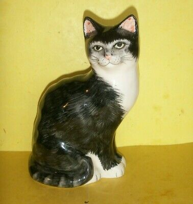Babbacombe Sitting  Cat - Black And White  -  8.5 Inches Tall • 14.95£