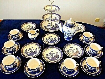 A Large Tea Set Of 25 Pieces Comprising Of Vintage Booths Real Old Willow China • 89.99£