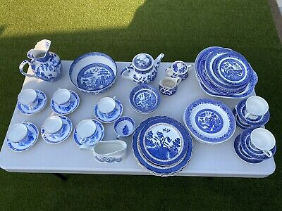 A Selection Of Old Willow Crockery • 60£