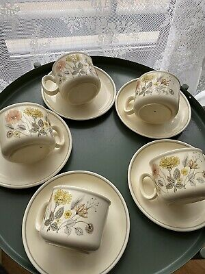 J & G Meakin 5 Tea Cups And Saucers • 25£