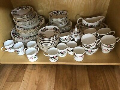 75 Piece Wedgwood Hathaway Rose Dinner Set In Good Condition. • 100£