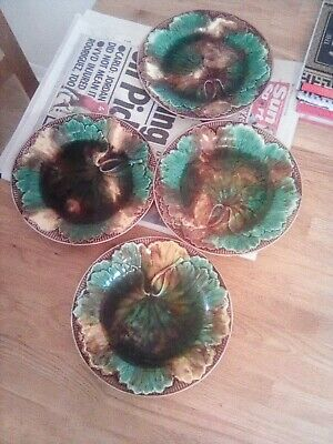 Wedgwood Majolica Antique Plates • 8.50£