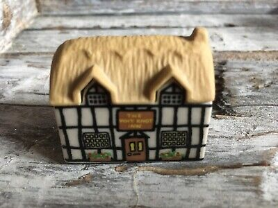 """Wade Whimsie On Why Cottage """"The Why Not Inn"""" 1980 • 3.50£"""