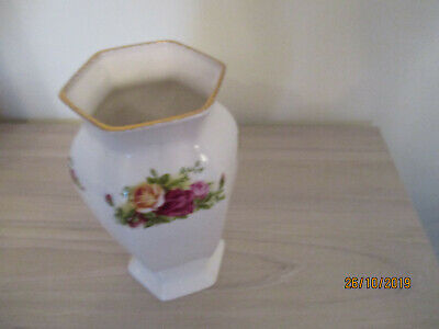 8  High Royal Albert Old Country Roses Vase • 6.50£
