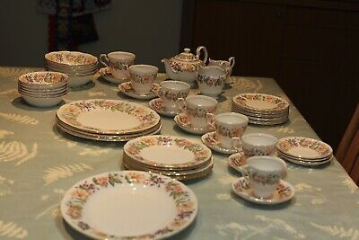 Paragon Country Lane China. 40 Pieces In Excellent Condition. • 65£