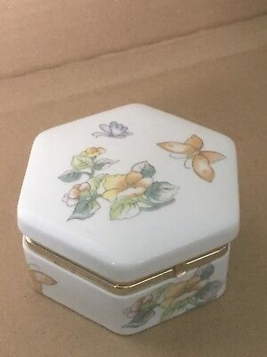 Six Sided Ivory Porcelain/China Trinket Pot With Butterflies & Flowers • 6.50£
