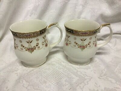 Queens China Olde England Two Mugs • 16£