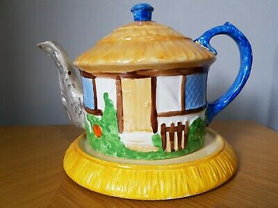 Vintage Hancocks Ivory Ware Hand Painted Cottage Tea Pot • 24.70£