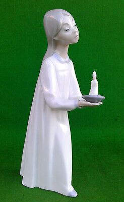 Lladro - Girl With Candle - 4868. • 6.99£