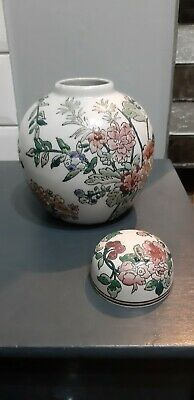Chinese Style Pottery Urn With Flowers • 5£