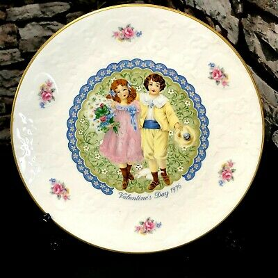 Royal Doulton - Valentine's Day 1976 - Bone China Collector Plate • 12£