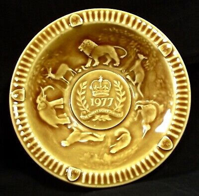 A Vintage WADE 1977 Queens Silver Jubilee Dish - Tan Colour • 1£