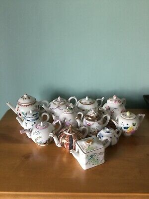 Victoria And Albert Collection Of 12 Teapots • 90£