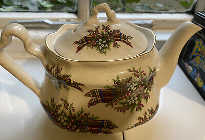 Very Pretty Arthur Wood Vintage Teapot  • 12.50£