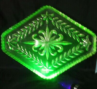 Vintage Uranium Green Pressed Glass Vanity Tray. Really Pretty.  • 12.99£