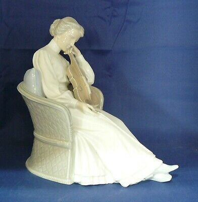 BING & GRONDAHL - Figurine #1729 - LADY VIOLINIST SEATED IN CHAIR  - Excellent • 570£