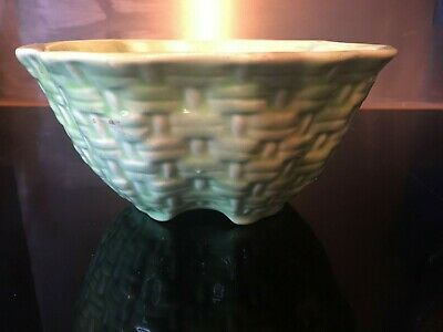 Carltonware Style - Vintage Pale Green 'basket Weave' Pattern Bowl, Wavey Edges  • 8.80£