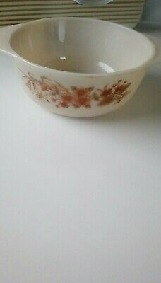 Vintage Pyrex Casserole Dish With Lid  • 3.90£