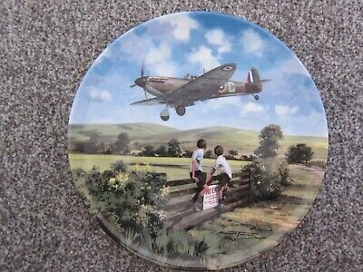 Royal Doulton & Michael Turner Heroes Of The Sky Spitfire Coming Home Plate  • 15£