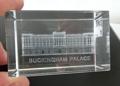 Buckingham Palace 3D Etched Paperweight • 4.99£
