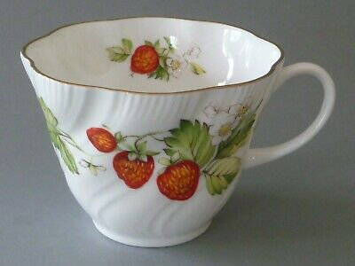 Queens Virginia Strawberry Tea Cup • 6£