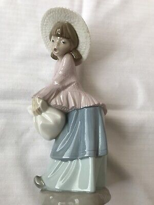 "NAO BY LLADRO 1981 RETIRED GIRL WITH STRAW HAT & SACK FIGURINE 9.25"" High • 8.50£"