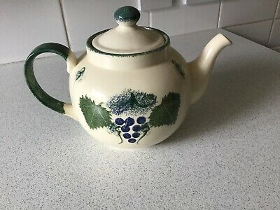 Poole Pottery Vineyards And Grapes • 15£