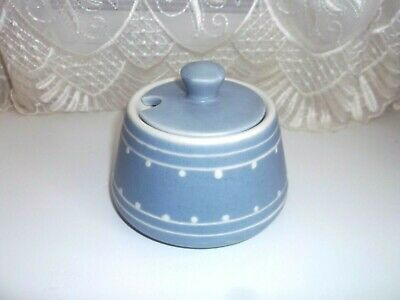 Prinknash Lidded Sugar Bowl  Blue/white • 5£