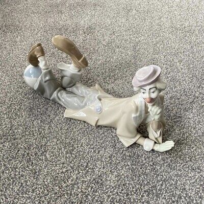 Lladro Figure - #4618 - Laying Clown With Beach Ball • 5.50£