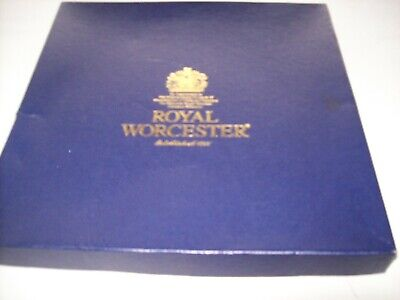 Royal Worcester Cake Plate Versailles Design, Boxed • 5£