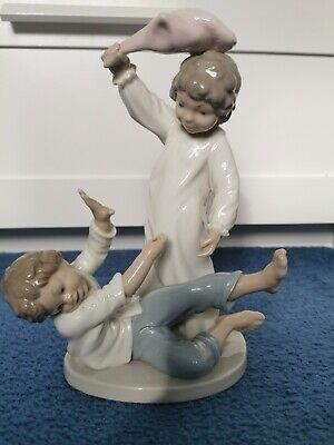 Nao By Lladro Large Figurine 25cm Height Pillow Fight  Retired • 15£