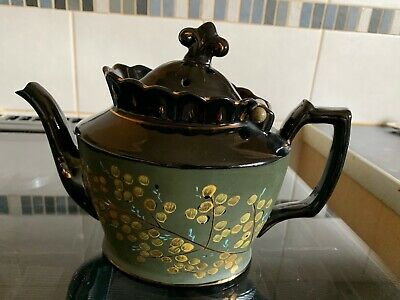A Fabulous Antique Elegant Teapot • 15£